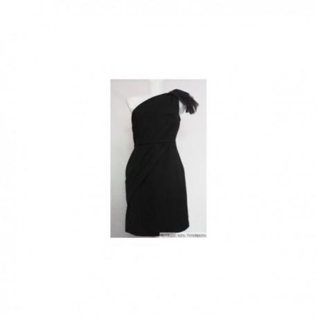 Robe de soirée noire asymétrique voile à l'épaule